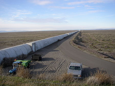 450px-Northern_leg_of_LIGO_interferometer_on_Hanford_Reservation
