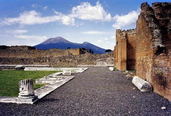 vesuvius-from-pompei